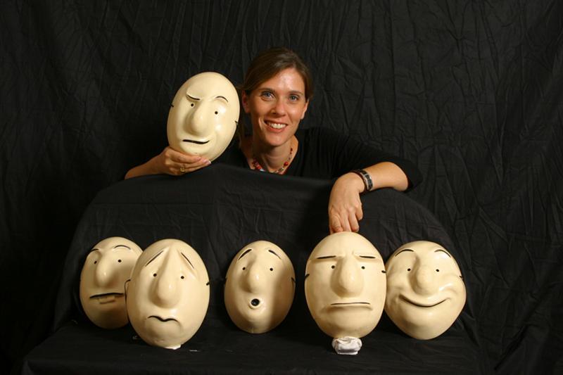 מסכות גולם עם הבעות פנים שונות- מתוך האתר של דליה סגל, שחקנית